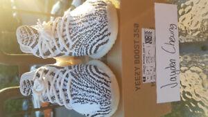 Yeezy 350 v2 Zebras size 9.5!!