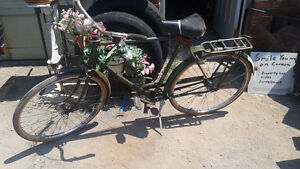antique raleigh mens biKe with rear rack, lights, generator etc