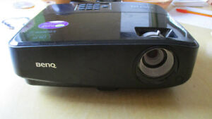 BenQ MW519 Projector in Excellent Condition