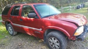 2000 Gmc Jimmy Slt for parts.