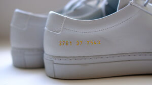 COMMON PROJECTS ( WOMAN ) SIZE 7 GREY