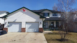 INNISFAIL: Beautiful family home, near parks and  trails