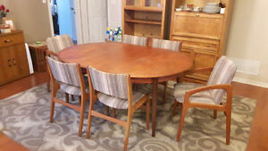 Teak buy or sell dining table sets in peterborough for Table 6 chaises kijiji