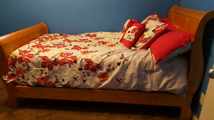 Notty pine wood twin bed frame and box spring