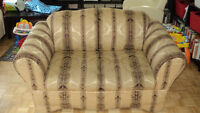 LOVESEAT/2 SEATER SOFA/COUCH