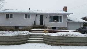 Upper floor, 3 bdrm, 1 bath, North Shore Available Apr or May 1