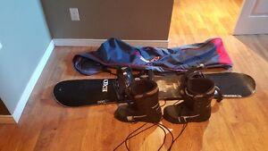 Planche à neige, bottes et sac