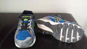 Boys Running Shoes size 1 London Ontario image 2