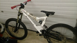 Commencal Supreme DH Bike - FOX Rock Shox Boxxer Race Face Sram