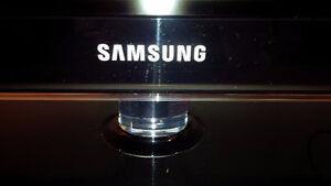 SAMSUNG TV almost Brand New - for sale !