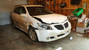 2006 Pontiac Vibe for parts- good engine & new winter tires