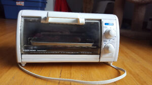Black and Decker Toast-R-Oven 1200W Toaster Oven