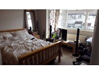 Furnished Ensuite Bedroom in Modern House 5min walk from Streatham Common Station