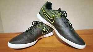 °•Nike MagistaX Indoor Soccer Shoes•°