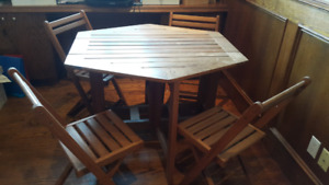 Foldable table + 4 chairs