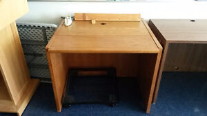 3 desks available – different sizes – free but pickup required