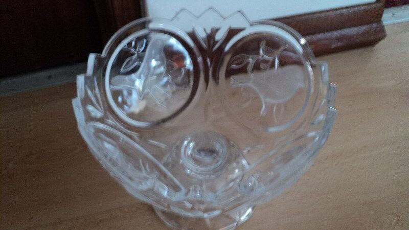 Crystal bowl with avery pattern