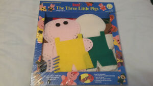 BRAND NEW IN BOX - THE THREE LITTLE PIGS LACING CRAFT KIT