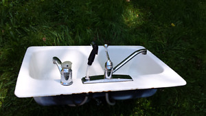 Ceramic cast iron double sink with accessories