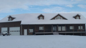 Executive house on 40 acres with city view!