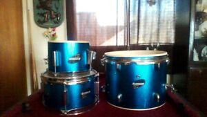 Great sounding, Great looking set of Jr. Ludwig Drums Complete!