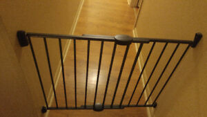 Baby gate / stroller / carseat
