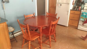 Very nice Table with 4 chairs. Maple