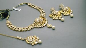 Beautiful Indian Bollywood Jewelry Choker Necklace Set.