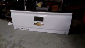 Chev/GMC tailgates and bumpers  2014-2018