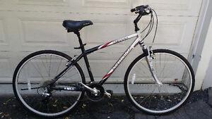 Aubaine Vélo hybride Schwynn Merano presque neuf