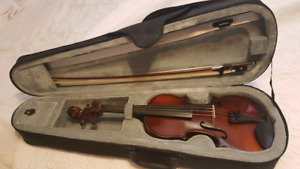 3/4 violin starter package. In excellent condition