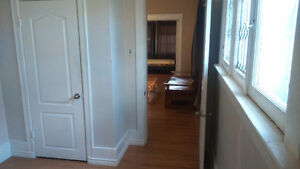 ROOM for Rent, MAIN Floor,Own Entry; WIFI+ Furnished! (DOWNTOWN)