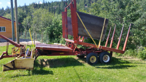 New Holland Stackliner 1032 bale wagon