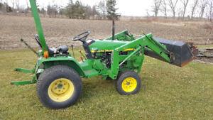 John Deere 670 Tractor Loader