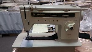 Singer sewing machine West Island Greater Montréal image 6