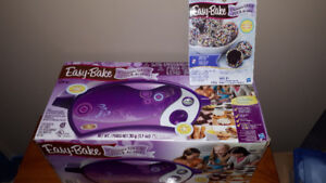 Electric Easy -Bake Ultimate Oven with Cake Mix