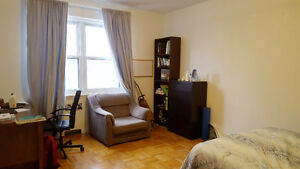 Summer sublet - large furnished bedroom McGill downtown