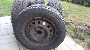 4 pneus d'hiver Winter-Challenger 195 65 R15 montés sur jantes