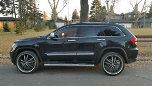 2012 Jeep Grand Cherokee Overland (low kms)