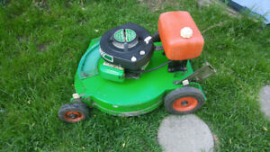 Lawn boy Commercial lawnmower Perfrct condition.Starts 1st pull