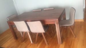 Artemano Dining set! Like new. Pick up only.