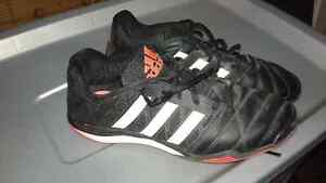 Indoor soccer shoes London Ontario image 1