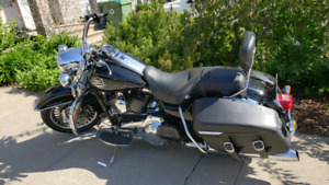 Harley 2010 Road King Classic. Only 4990 KM