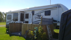 2007 35ft. 5th Wheel Cypress Newmar $21,500.00