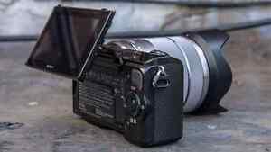Sony NEX-5R Mirrorless camera w/ flash and extra battery