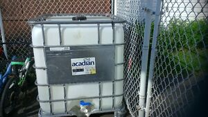 1000 Liters / 275 Gallon Water Container