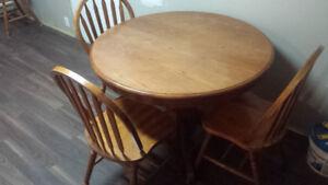 Solid wood maple pedistal kitchen table