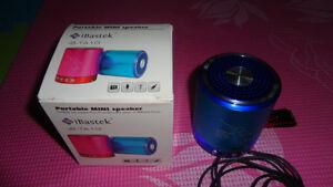 BRAND NEW PORTABLE MINI SPEAKER PLAYER  FOR MP3/MP4/IPOD/SD USB
