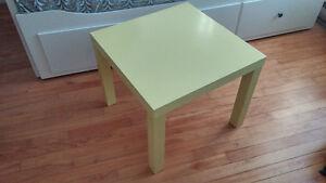 2 tables basses IKEA_ 1 noire 1 jaune poussin