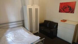 Double Room Available In A Nice Flat Bethnal Green.